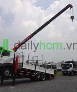 Xe tải cẩu Daewoo ba chân gắn cẩu Unic 5 tấn