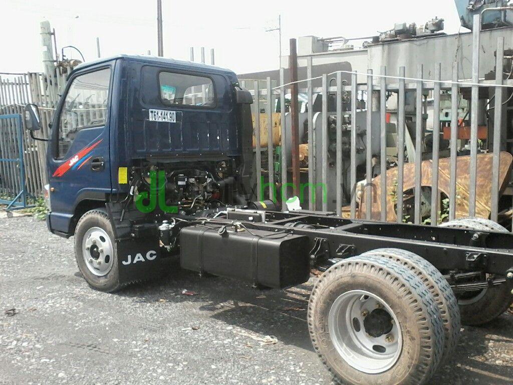 DailySG.vn chassi Xe tải Jac 2t4 vào thành phố ban ngày