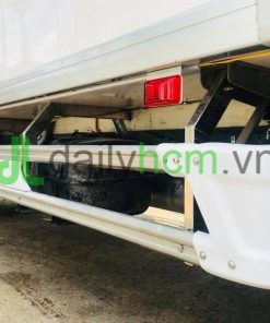 Cản inox và sàn Composite xe Isuzu 5 tấn thùng đông lạnh