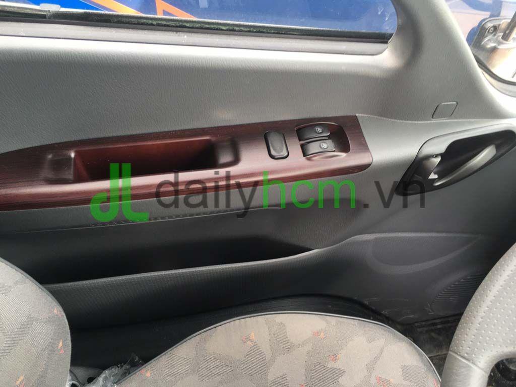 Kính chỉnh điện, tay mở cửa xe tải Hyundai