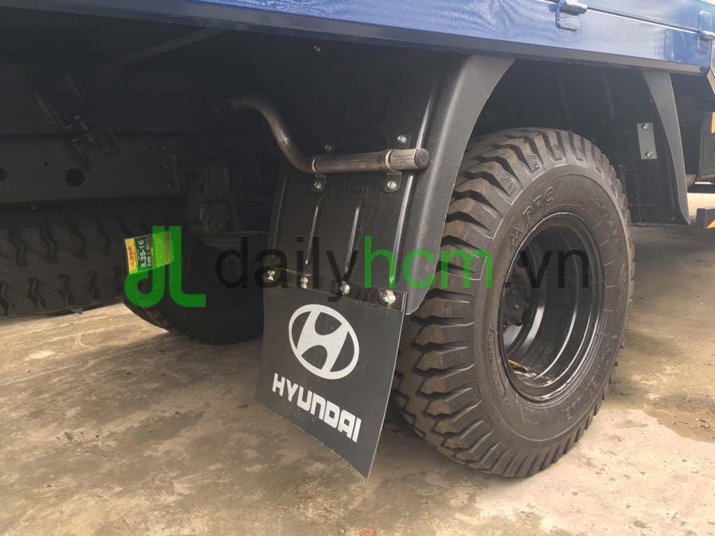 Lốp xe 8.25 và khung gầm Xe hyundai HD120S 8 tấn thùng mui bạt