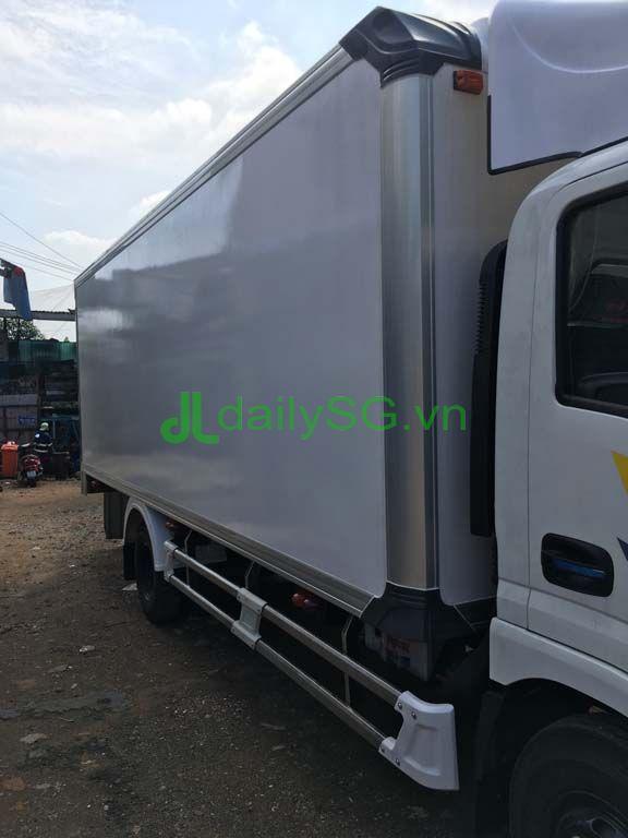 mặt hông xe tải veam VT260 thùng bảo ôn composite