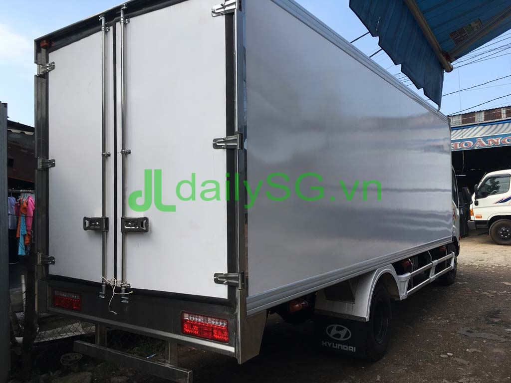 mặt sau xe tải veam VT260 thùng bảo ôn composite