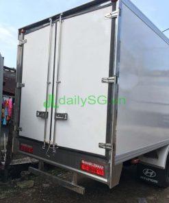 Phía sau xe tải veam VT260 thùng bảo ôn composite