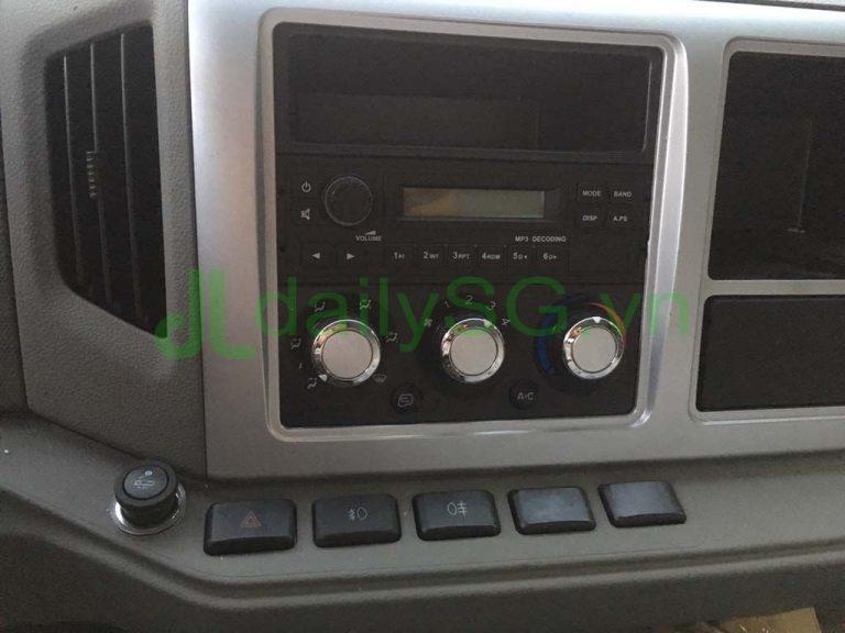 Nội thất, nút chức năng Xe tải Faw 8 tấn thùng mui bạt động cơ Hyundai D4DB