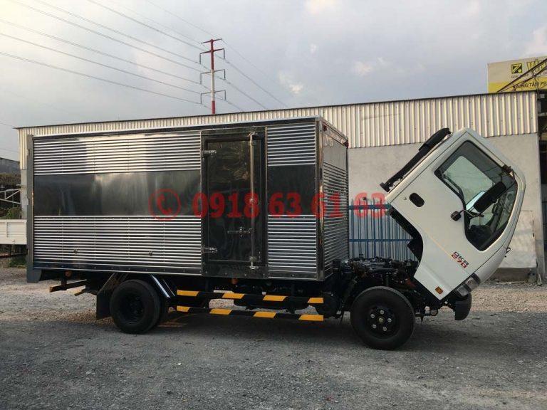 Xe tải isuzu thùng kín euro 4 QKR77HE4 góc nhìn ngang