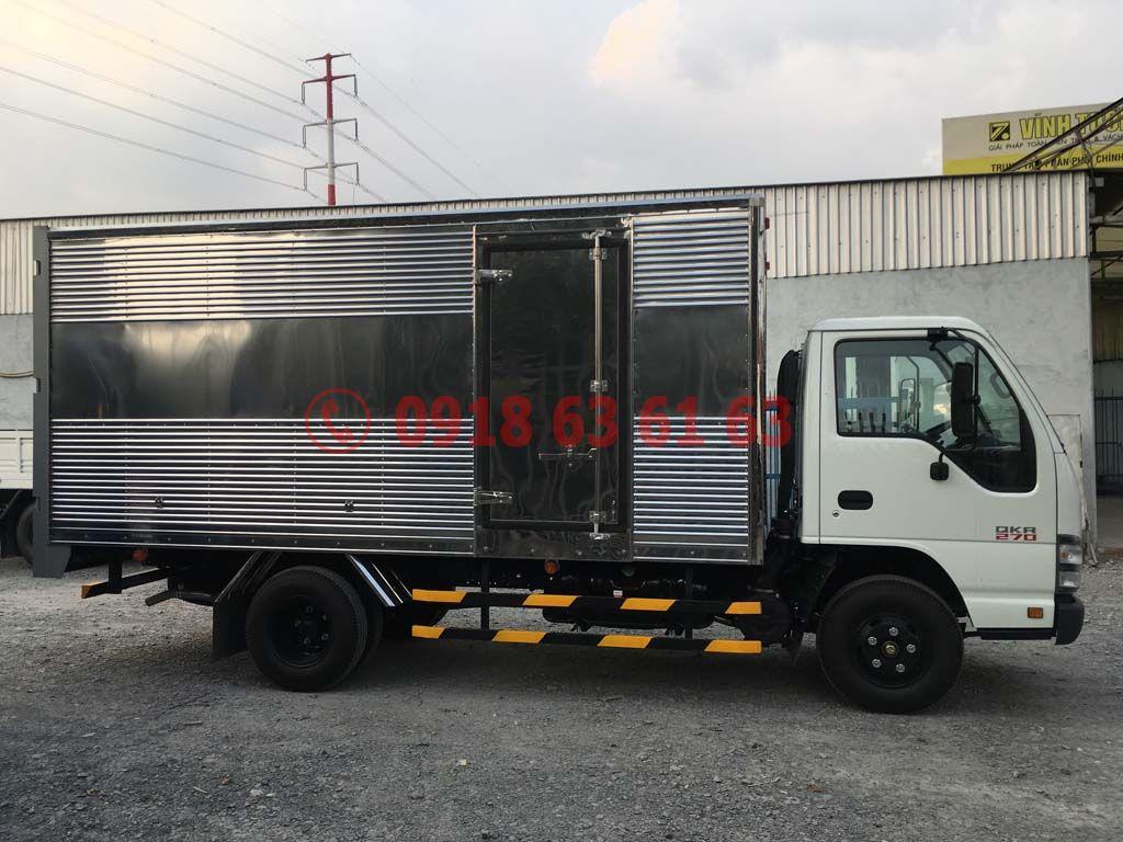 Xe tải isuzu thùng kín euro 4 QKR77HE4 góc nhìn hông xe