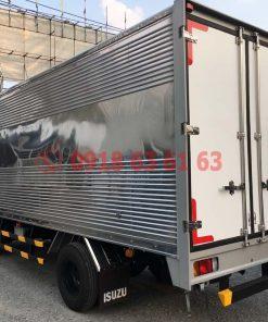 Xe tải isuzu thùng kín euro 4 QKR77HE4 góc nhìn tổng quát phía sau xe