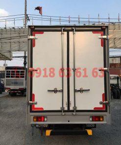 Xe tải isuzu thùng kín euro 4 QKR77HE4 góc nhìn phía sau xe