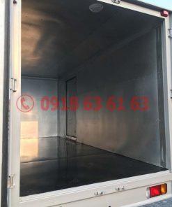 Xe tải isuzu thùng kín euro 4 QKR77HE4 góc nhìn bên trong thùng kín inox