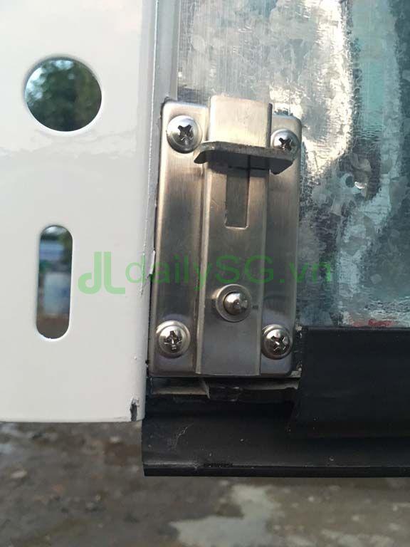 Cơ cấu khóa thùng trên Xe tải Suzuki Carry Pro thùng kín Inox 750kg