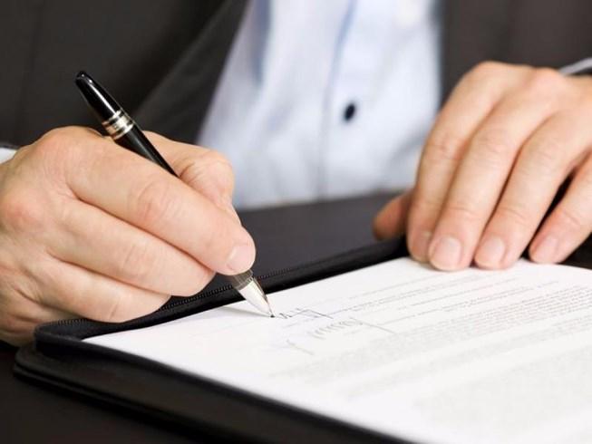 Ký hợp đồng khi mua xe ô tô xe tải