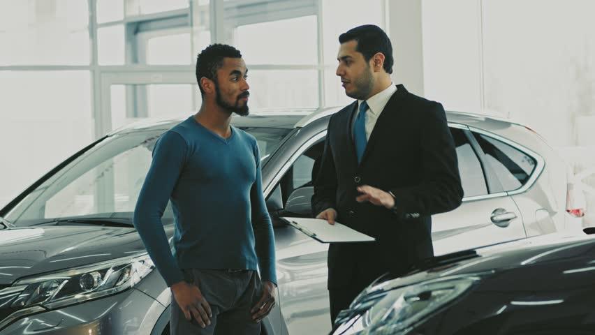 Nhân viên bán hàng xe ô tô xe hơi xe tải