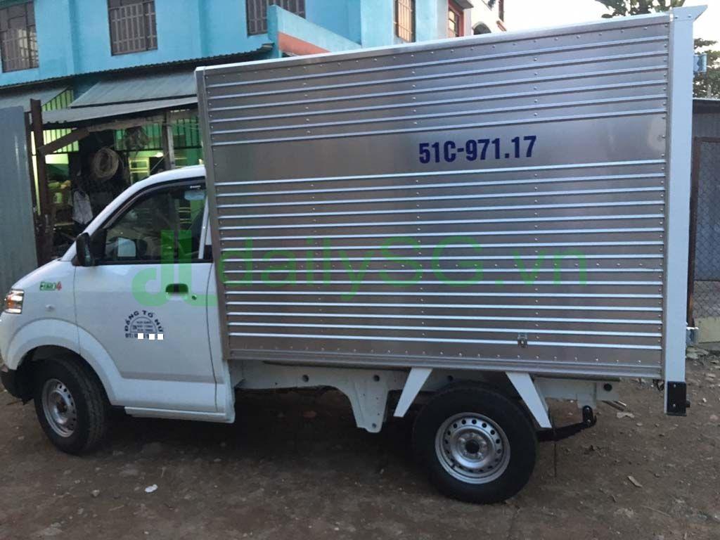 Góc nhìn bên hông xe tải Suzuki Carry Pro thùng kín Inox 750kg