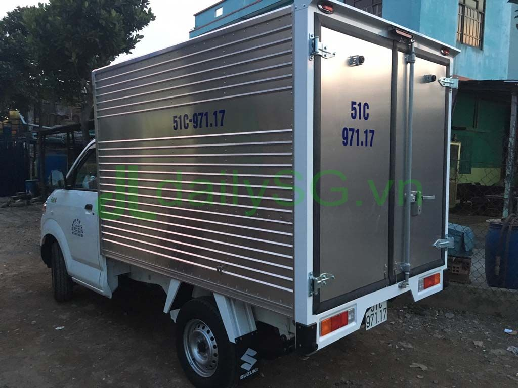 Góc nhìn tổng quát thùng xe tải Suzuki Carry Pro thùng kín Inox 750kg