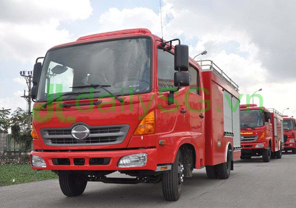 cabin Xe PCCC chữa cháy Hino FG FGJJSB 6 khối bao gồm 5 khối nước và 1 khối bọt chữa cháy