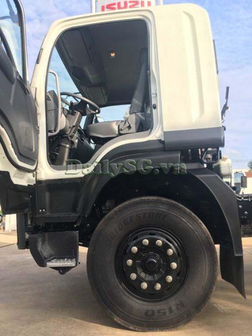 Bậc lên xuống Xe tải Isuzu 8 tấn FVR Euro 4 FVR 900 thùng dài xe chính hãng Isuzu Vietnam