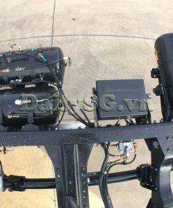 Bộ bình khí nén và bình acquy trên Xe tải Isuzu 8 tấn FVR Euro 4 FVR 900 thùng dài xe chính hãng Isuzu Vietnam