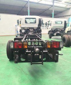 phía sau chassi Xe tải Isuzu FRR Euro 4 6t2 thùng kín inox nhà máy dài 6m6