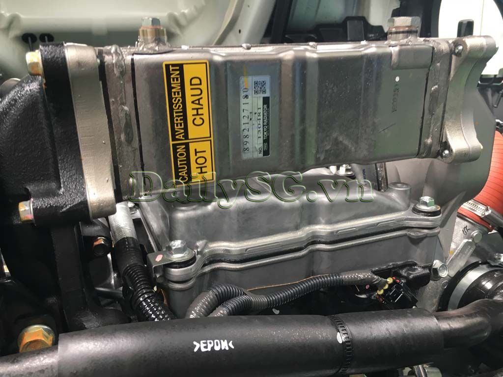 Bộ tuần hoàn khí xả lọc dầu dư trên Xe tải Isuzu FRR Euro 4 6t2 thùng kín inox nhà máy dài 6m6