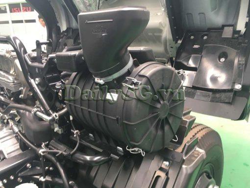 Bô e lọc gió trên Xe tải Isuzu FRR Euro 4 6t2 thùng kín inox nhà máy dài 6m6