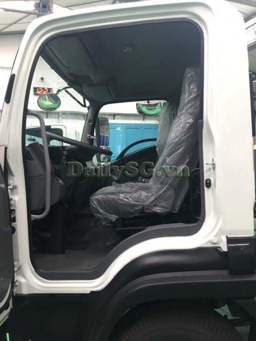 Cabin Xe tải Isuzu FRR Euro 4 6t2 thùng kín inox nhà máy dài 6m6