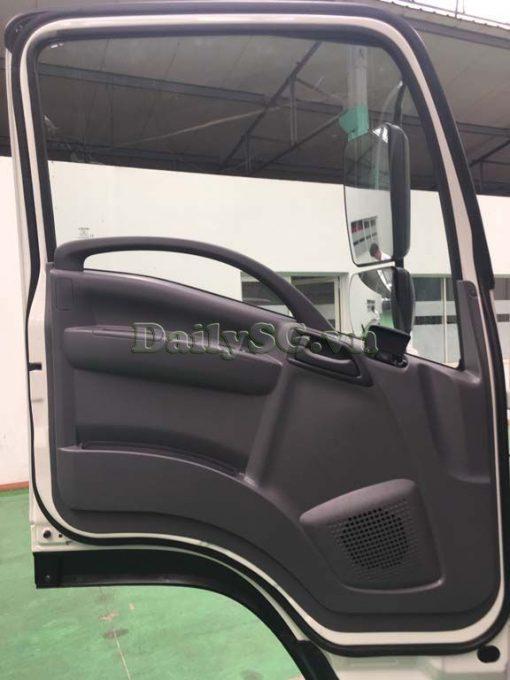 Cửa cabin Xe tải Isuzu FRR Euro 4 6t2 thùng kín inox nhà máy dài 6m6