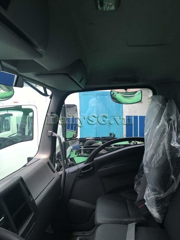 Không gian nội thất Xe tải Isuzu FRR Euro 4 6t2 thùng kín inox nhà máy dài 6m6