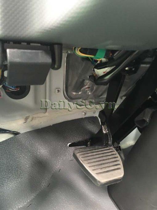 Chân côn xe tải Isuzu FRR Euro 4 6t2 thùng kín inox nhà máy dài 6m6