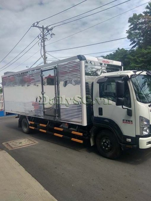 Xe tải Isuzu FRR Euro 4 6t2 thùng kín inox nhà máy dài 6m6