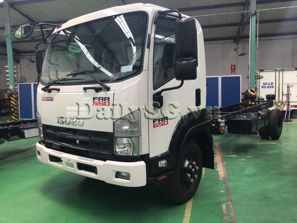 Mặt trước cabin xe tải Isuzu FRR Euro 4 6t2 thùng dài 6m6