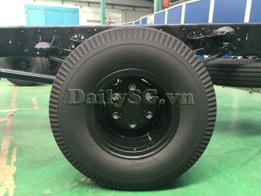 Lốp sau 8.25-16 Xe tải Isuzu FRR Euro 4 6t2 thùng kín inox nhà máy dài 6m6