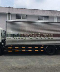 Bên tài cabin xe tải Isuzu FRR Euro 4 6t2 thùng kín inox nhà máy dài 6m6
